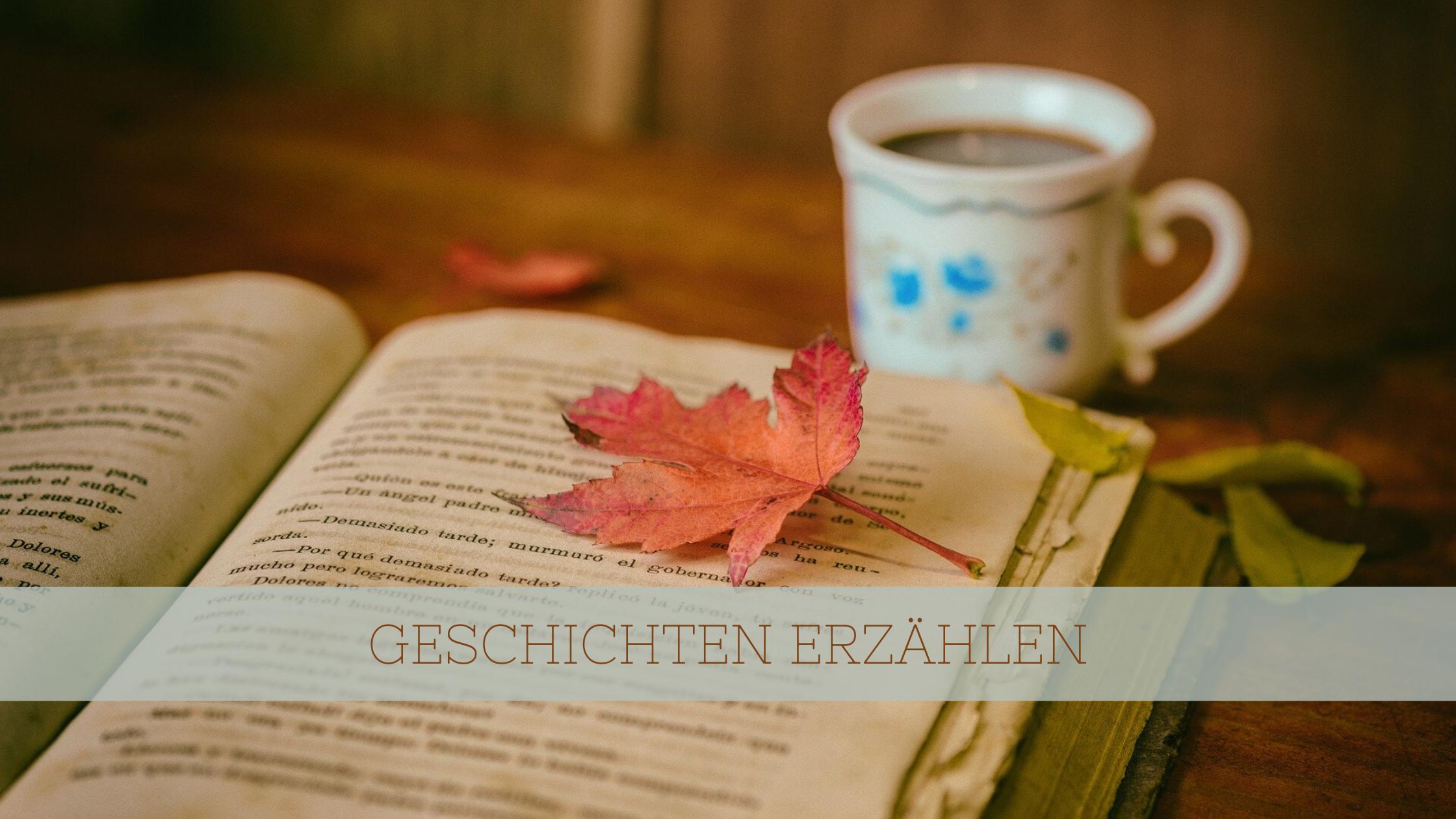 """Titelbild """"Geschichten erzählen"""" mit herbstlichem Buch im Hintergrund"""